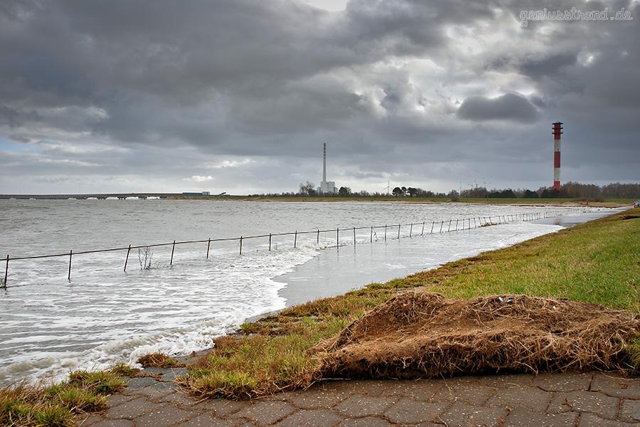 WILHELMSHAVEN: Kleine Sturmflut am Geniusstrand