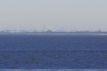 Blick rüber zum Container-Terminal CT 4 & Wilhelm Kaisen in Bremerhaven
