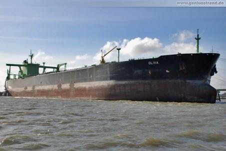 Tanker Oliva in Wilhelmshaven an der NWO-Löschbrücke