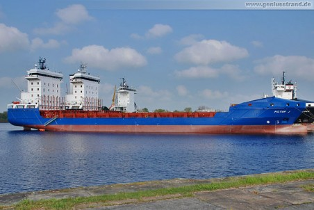 Feederschiff PICTOR J (L 140 m) als Auflieger in Wilhelmshaven