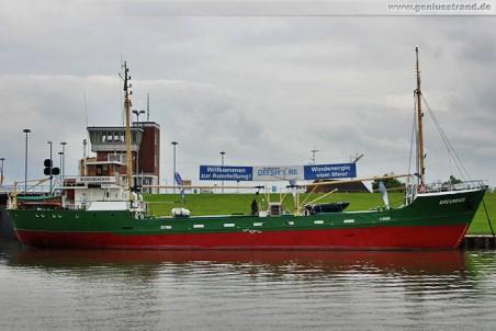 Das Museumsschiff Greundiek mit der Wanderausstellung Faszination Offshore