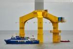 Fahrgastschiff Mecki an der Windkraftanlage Bard VM (5.0) vor Hooksiel