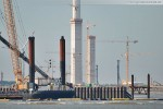 Rammponton Interocean & die Kraftwerksbaustelle im Hintergrund
