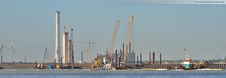 JadeWeserPort: Die Arbeitspontons Jonny, Biber I, Stemat 86 (verdeckt) Saugbagger M 30 & Arbeitsschiff Coastal Warrior