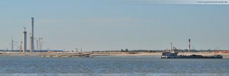JadeWeserPort: Blick auf die Sandaufschüttung nähe Norddamm, die Klappschute SM-MB-2 ist mit Lauenburger Ton gefüllt