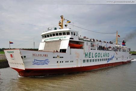 Passagierschiff Helgoland im Außenhafen von Hooksiel