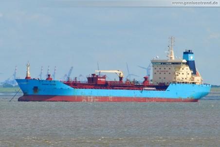 Tanker Nordby Maersk liegt auf Reede
