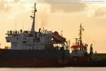 Frachtschiff Gorky von Achtern, dahinter Schlepper Bär