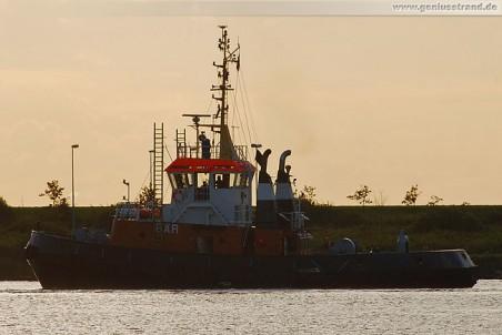 Schlepper Bär vor der Seeschleuse in Wilhelmshaven