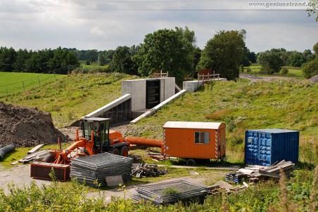 Gleisanbindung JadeWeserPort: Deichschart im Alten Voslapper Seedeich
