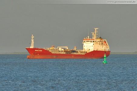 Tanker Brovig Marin liegt auf Reede