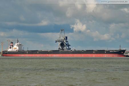Frachtschiff Ocean Commander an der Niedersachsenbrücke