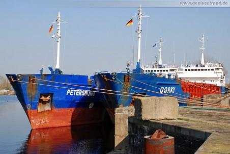 Die beiden Auflieger Petersburg & Gorky im Ausrüstungshafen in Wilhelmshaven