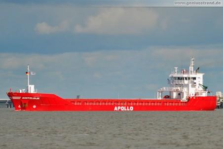Frachtschiff Dinteldijk im Jadefahrwasser
