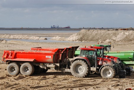 Traktor Case CVX 1195 mit Agroliner Anhänger