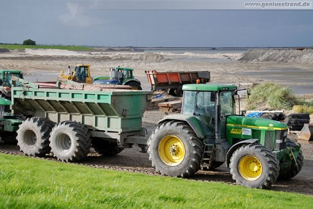 Traktor John Deere 7710 mit Anhänger