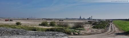Blick über die Baustelle JadeWeserPort dem ehemaligen Geniusstrand