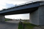 JadeWeserPort: Hinter der Eisenbahnbrücke (Blick in Richtung Leuchtturm)