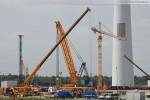 Raupenkran Liebherr LR 1750 wird auf der Kraftwerksbaustelle montiert
