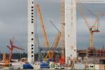 Kraftwerksbaustelle: Blick auf den Liebherr Raupenkran LR 1600/2