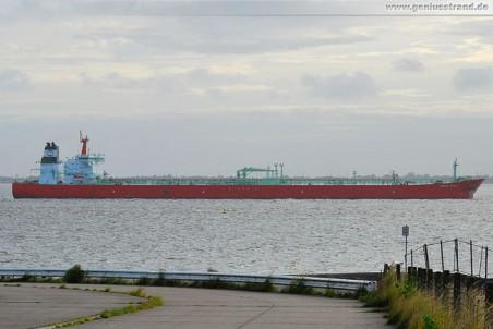 Tanker Urals Star beim Anlegen