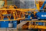 Kraftwerksbaustelle: Montage des Raupenkrans Liebherr LR 1750