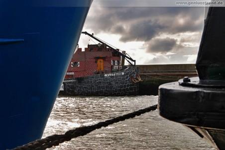 Das Museumsschiff Vlotburg an der Flutmole in Wilhelmshaven