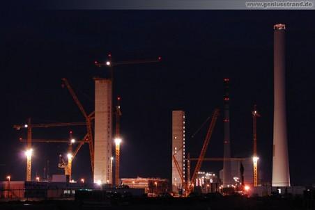 Die Wilhelmshavener Kraftwerksbaustelle der GDF Suez Gruppe bei Nacht