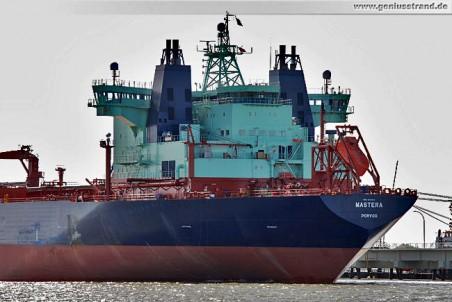 Das Zweiwegeschiff Mastera ist Tanker und Eisbrecher