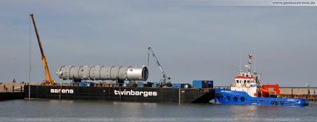 Der Schwerlastponton mit dem Reaktor für die Wilhelmshavener Raffineriegesellschaft