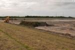 Baustelle JadeWeserPort: Der Deichweg wird entfernt und abtransportiert