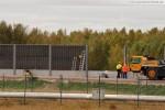 JadeWeserPort Lärmschutzwand: Die Betonfertigteile werden eingebaut
