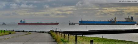 Öltanker: Urals Star (254 m) im Größenvergleich zur Maersk Noble (333 m)