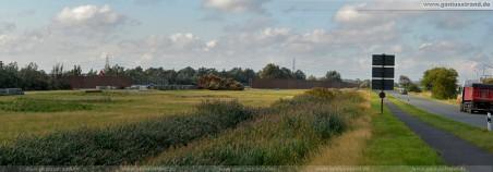 Blick in die Raffineriestraße und auf die Lärmschutzwand im Voslapper Groden-Süd