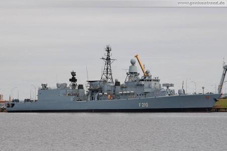 Die Fregatte Emden (F 210) in ihrem Heimathafen