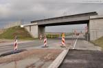 JadeWeserPort: Eisenbahnbrücke und die Lärmschutzwand