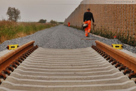Gleisanbindung JadeWeserPort: Kurz nach dem Einbau der Gleisjoche