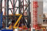Kraftwerksbaustelle: Der Fahrzeugkran Grove GTK 1100 wird aufgebaut