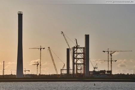 Die Silhouette der Kraftwerksbaustelle GDF Suez