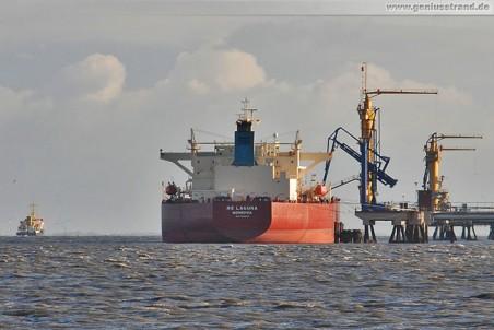 Der Tanker NS Laguna löscht 100.000 t Rohöl am Anleger 1