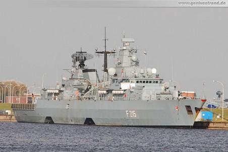 Die Fregatte Brandenburg (F 215) im Heimathafen Wilhelmshaven