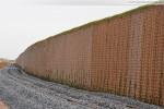 JadeWeserPort: Die Lärmschutzwand im Voslapper Groden-Süd