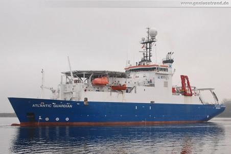 Das Offshore-Versorgungsschiff Atlantic Guardian legt am Hannoverkai an