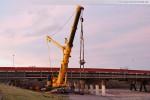 Der Fahrzeugkran Liebherr LTM 1500-8.1 an der Niedersachsenbrücke