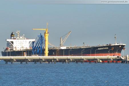 Der Tanker Marathon an der NWO-Löschbrücke