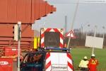 Schwertransport zur Kraftwerksbaustelle GDF Suez (siehe Bildhintergrund)