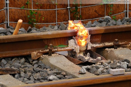 Gleisanbindung JadeWeserPort: Schienenschweißen mit dem Thermitverfahren