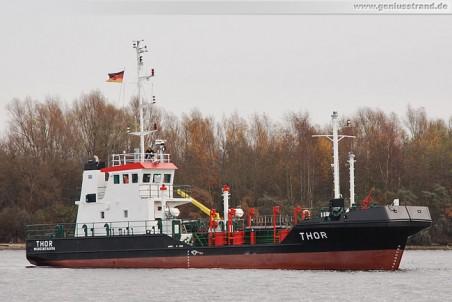 Das Ölbekämpfungsschiff Thor an der Deviationstonne im Nordhafen