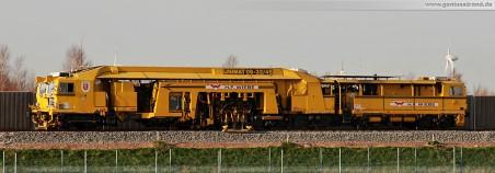 Gleisbauarbeiten am JadeWeserPort: Die Gleisstopfmaschine Unimat 09-32/4S