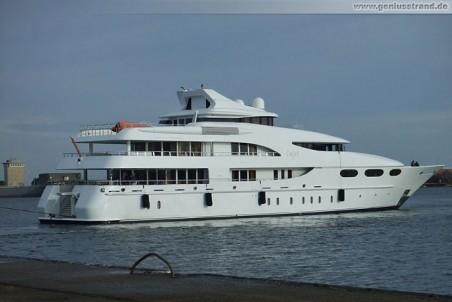 Die Super-Yacht Capri in Wilhelmshaven